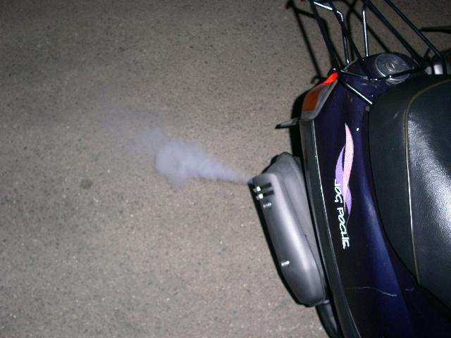 原付マフラー排気ガス